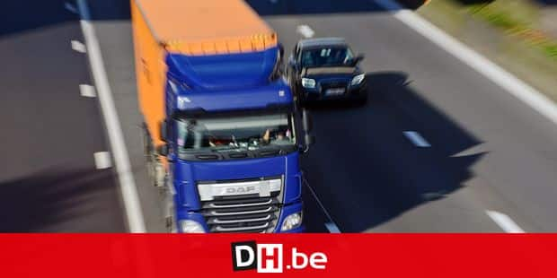 Trafic automobile circulation auto voiture camion carburant essence diesel signalisation autoroute conducteur chauffeur permis navetteur embouteillage vitesse radar R0